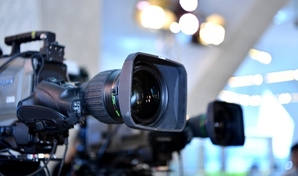 Broadcast lens